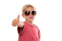 Холодный мальчик с большим пальцем руки вверх Стоковая Фотография