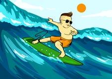 Холодный младенец занимаясь серфингом на зеленой доске Стоковая Фотография RF