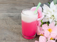 Холодный пинк молока в стекле Стоковые Фотографии RF