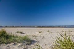 Холодный пляж стоковые изображения