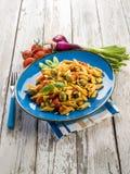 Холодный салат макаронных изделий с pachino Стоковая Фотография
