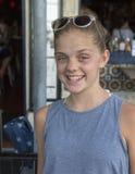 Холодный 13-ти летний выстрел в голову девочка-подростка Стоковое фото RF