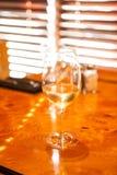 Холодный Chardonnay на теплый день стоковая фотография rf