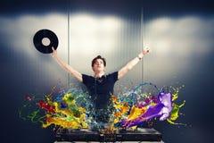 Холодный DJ играя музыку стоковое фото rf