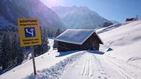 Холод снега зимы солнца лыжи дороги Стоковое Фото
