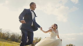 Ход пар свадьбы сток-видео