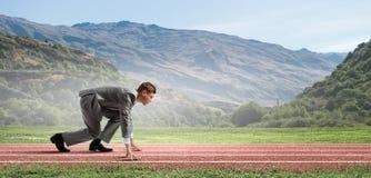 ход принципиальной схемы конкуренции бизнесмена дела портфеля Стоковое фото RF