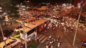 ХО ШИ МИН, ВЬЕТНАМ - 13-ОЕ ОКТЯБРЯ 2016: Затор движения с много автомобилями на дорогах Хошимина Вьетнам видеоматериал