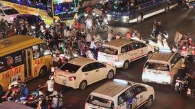 ХО ШИ МИН, ВЬЕТНАМ - 13-ОЕ ОКТЯБРЯ 2016: Затор движения с много автомобилями на дорогах Хошимина Вьетнам быстро акции видеоматериалы