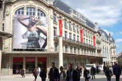 Ходящ по магазинам в улице свободы, Дижон, Франция Стоковые Фотографии RF