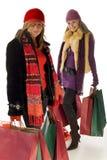 ходящ по магазинам 2 женщины Стоковое Фото