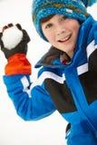 ход snowball мальчика к детенышам Стоковое Фото