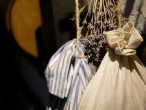 Хранение высушенных трав в сумках смертной казни через повешение стоковая фотография