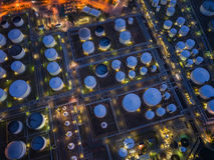 Хранение нефтеперерабатывающего предприятия и масляного бака Стоковое фото RF