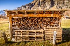 Хранение швырка в красивом ландшафте горы стоковые фотографии rf