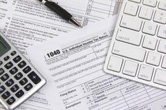 Храня онлайн налоги перед крайним сроком Стоковая Фотография