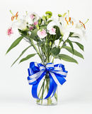 Хризантема, гвоздики и белые лилии Стоковые Фото