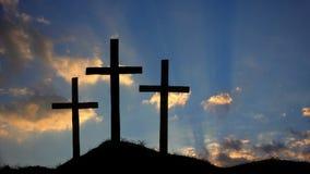 Христианские кресты на промежутке времени захода солнца сток-видео