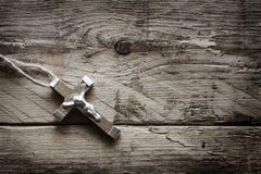 Христианский крест на старых досках Стоковые Изображения RF