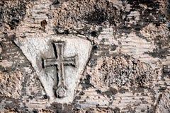 Христианский крест на стене Стоковая Фотография