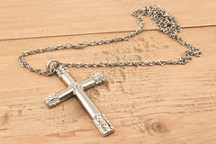 христианский перекрестный серебр диамантов малый Стоковые Фотографии RF