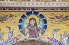 Христос давая благословение, фланкированное 2 ангелами Стоковое Изображение RF