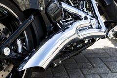 Хромий на двигателе стоковое изображение rf