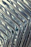 Хром пускает абстрактную предпосылку по трубам Стоковая Фотография