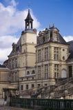 хронометрируйте башню лестницы fontainebleau стоковое изображение rf