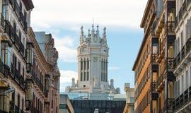 Хронометрируйте на башне вахты церков в Мадриде, Испании Стоковые Фото