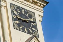 Хронометрируйте на здании церкви показывая время дня Стоковая Фотография RF