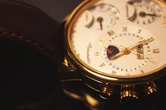 Хронометр золотого цвета роскошный (макрос) Стоковое фото RF