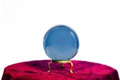 Хрустальный шар рассказчика удачи изолированный на белизне стоковое изображение rf