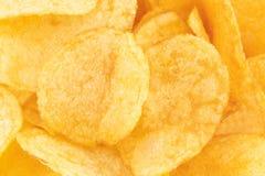 Хрустящая предпосылка текстуры закуски картофельных чипсов, взгляд сверху стоковые изображения
