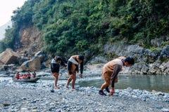 Хубэй Badong вдоль отслежывателя городка реки Стоковое Изображение