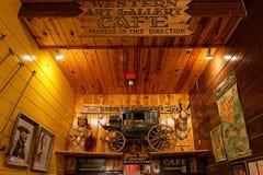 Художественная галерея и кафе в аптеке стены стоковое фото rf