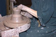 художник создавая колесо горшечников Стоковая Фотография