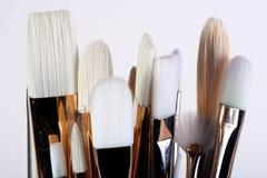 художник чистит краску щеткой Стоковое Изображение