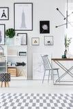 Художнический интерьер комнаты бесплатная иллюстрация