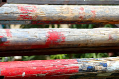 Художнический крупный план некоторых старых деревянных барьеров для конноспортивных спорт Стоковое фото RF
