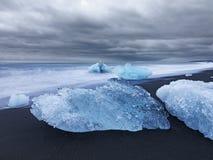 Художническое изображение блоков льда морем Стоковая Фотография