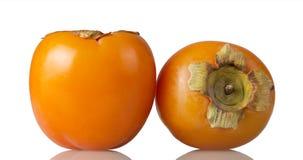 Хурма, 2 больших плодоовощ апельсина изолированного на белизне Стоковое фото RF