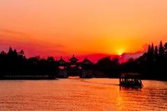 Худенький западный заход солнца озера Стоковое Изображение