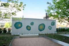 Художественное произведение в зеленой и белом в Downton Далласе стоковые изображения