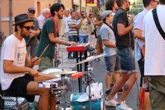 Художники выполняют в улице стоковая фотография rf