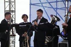 Художники представления, оркестр, ансамбль латуни kronwerk аппаратур ветра Стоковое Фото