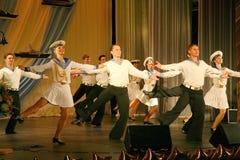 Художники представления, певец-соло солдат и танцоры песни и ансамбль танца северозападного военного округа Стоковое Фото