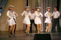 Художники представления, певец-соло солдат и танцоры песни и ансамбль танца северозападного военного округа Стоковые Фотографии RF
