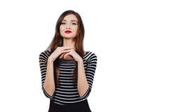 Художник девушки эмоционального портрета милый красивый Белая изолированная предпосылка Красные губы, длинное брюнет волос Стоковая Фотография RF
