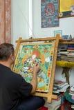 Художник красит буддийский значок Стоковое Изображение